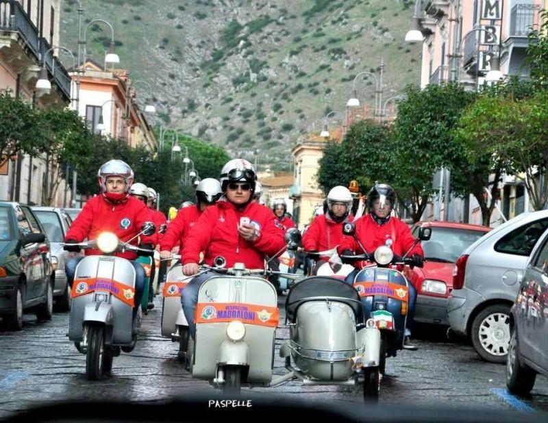 Il vespa club di maddaloni partecipa a 60 anni di vespa for Vespa club volta mantovana