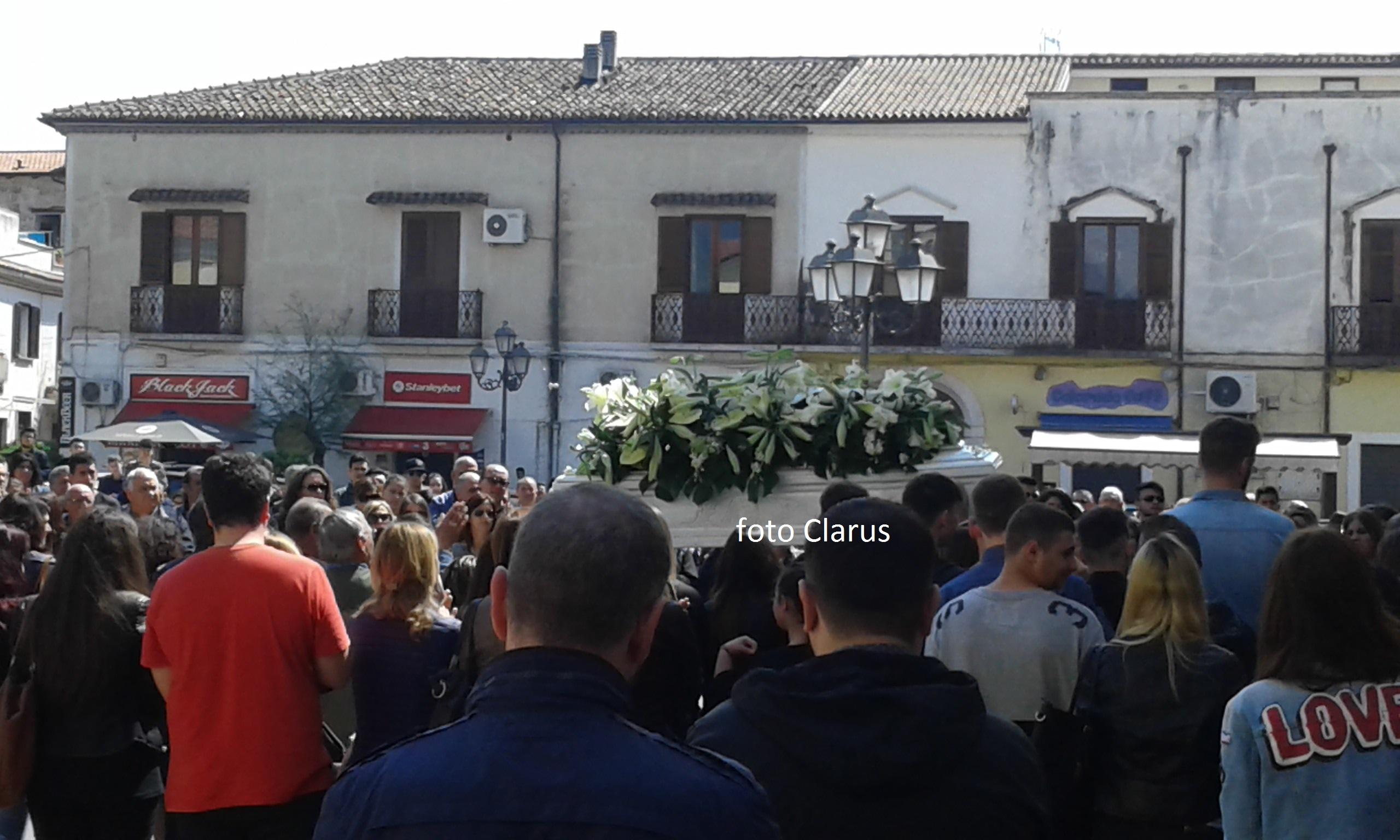 funerali emanuele ceneri alife suicidio